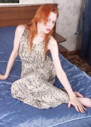 У рыжеволосой девчушки между ног очень волосатая дырочка