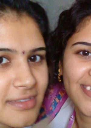 Волосатые влажные пизденки молоденьких индийских девчушек