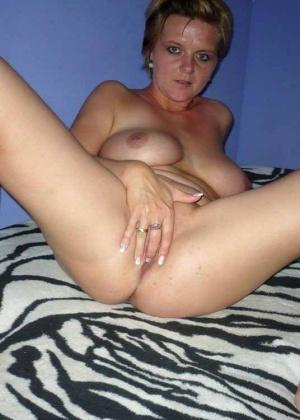 Подборка домашней мастурбации пальчиками влажных вагинальных дырочек