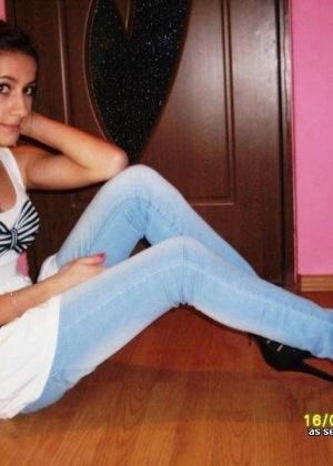 Любительские фотографии молоденьких стройных девушек в одежде