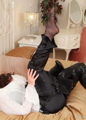 Карла в эротичном белье
