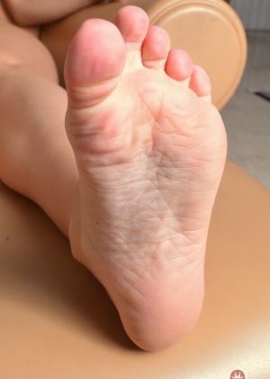 Сексуальные ножки Аалии Лов