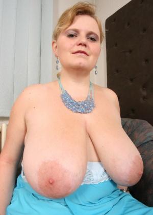 Толстая Жанет с большими сиськами и объемной фигурой