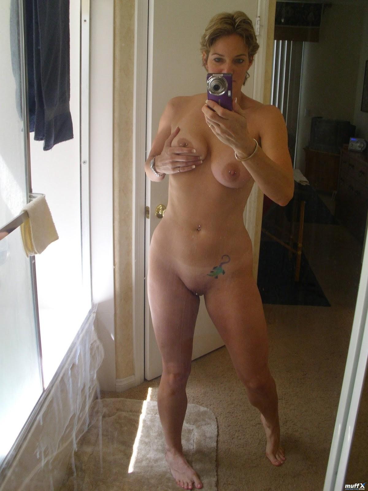 mommy-nude-selfie-safe-sex-hotline