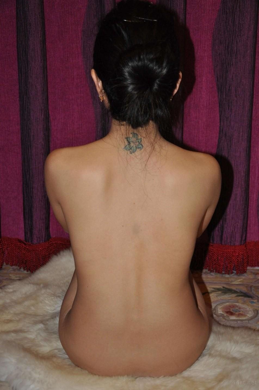 Выделения из волосатой пизды китаянки