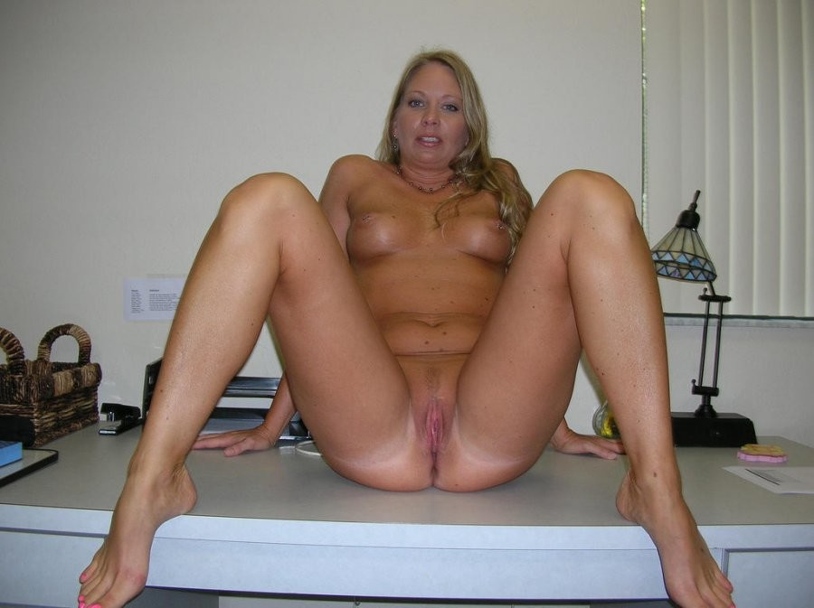Hot Amature Housewife