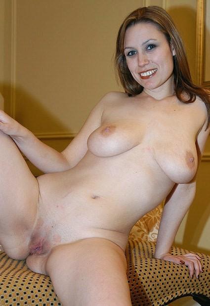 Натуральная грудь и пизда красивой зрелой модели