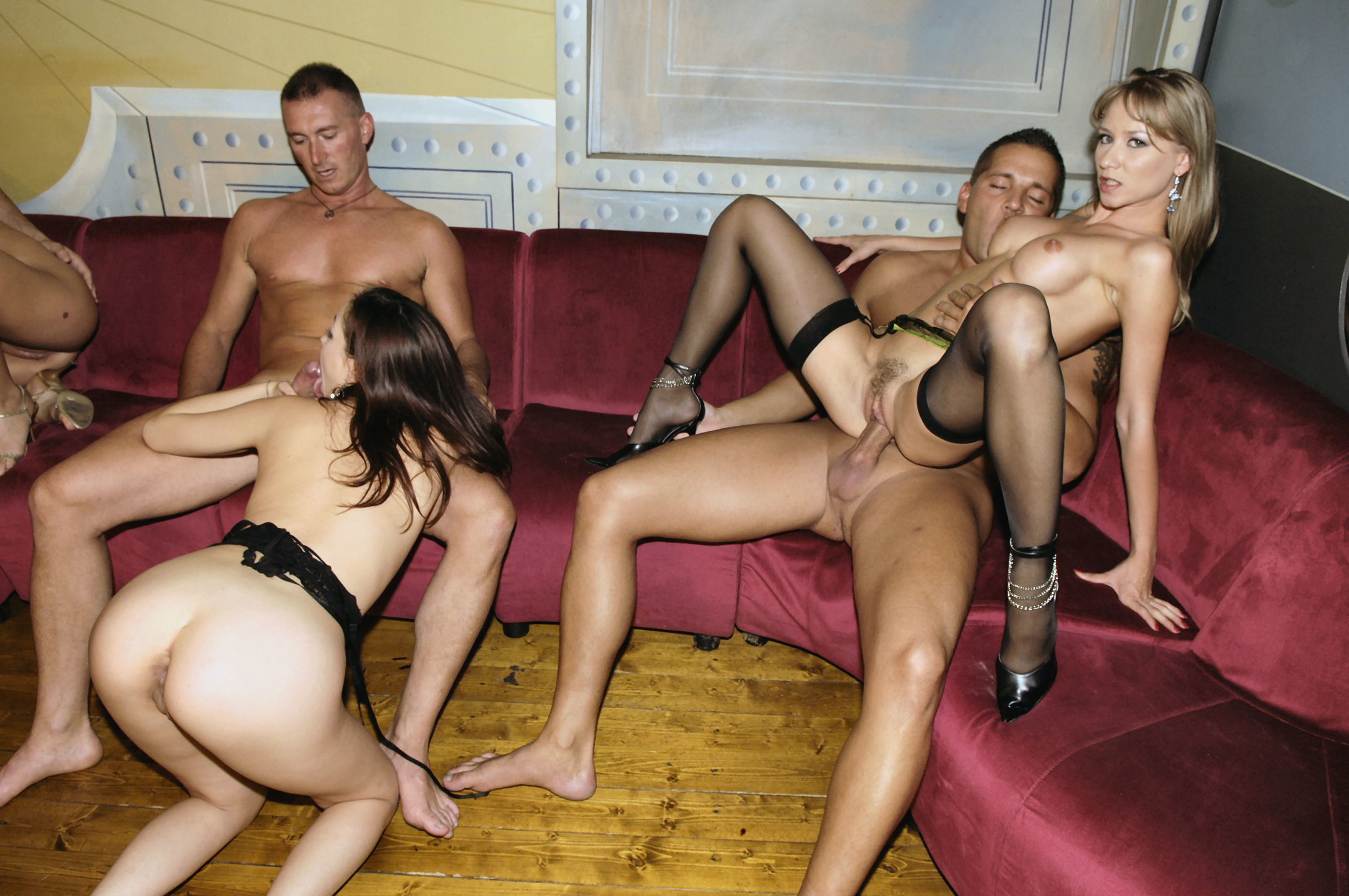Amateur orgy in living room