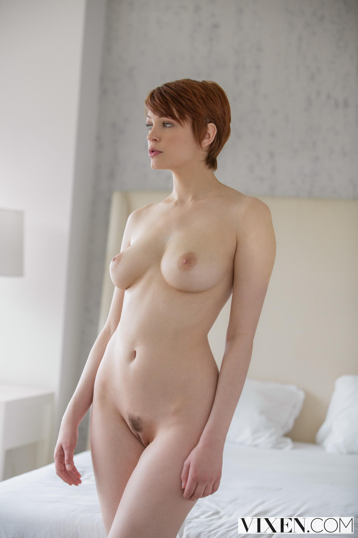 Голые женщины с короткими волосами