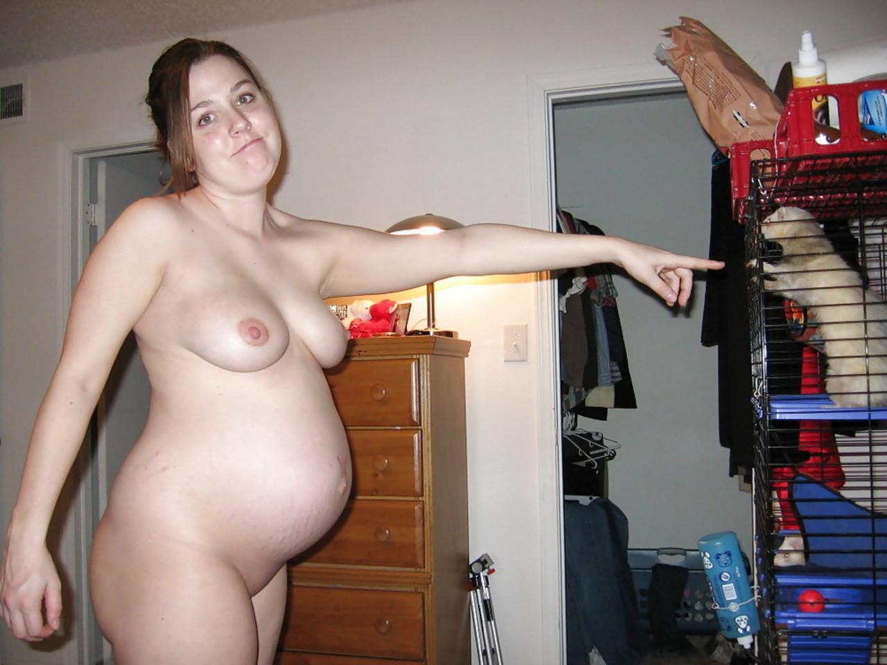 Беременные женщины оголяются