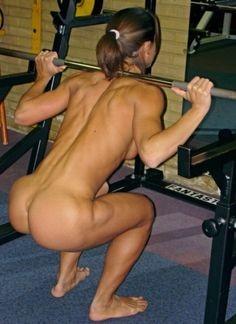 Голые девушки на тренировке