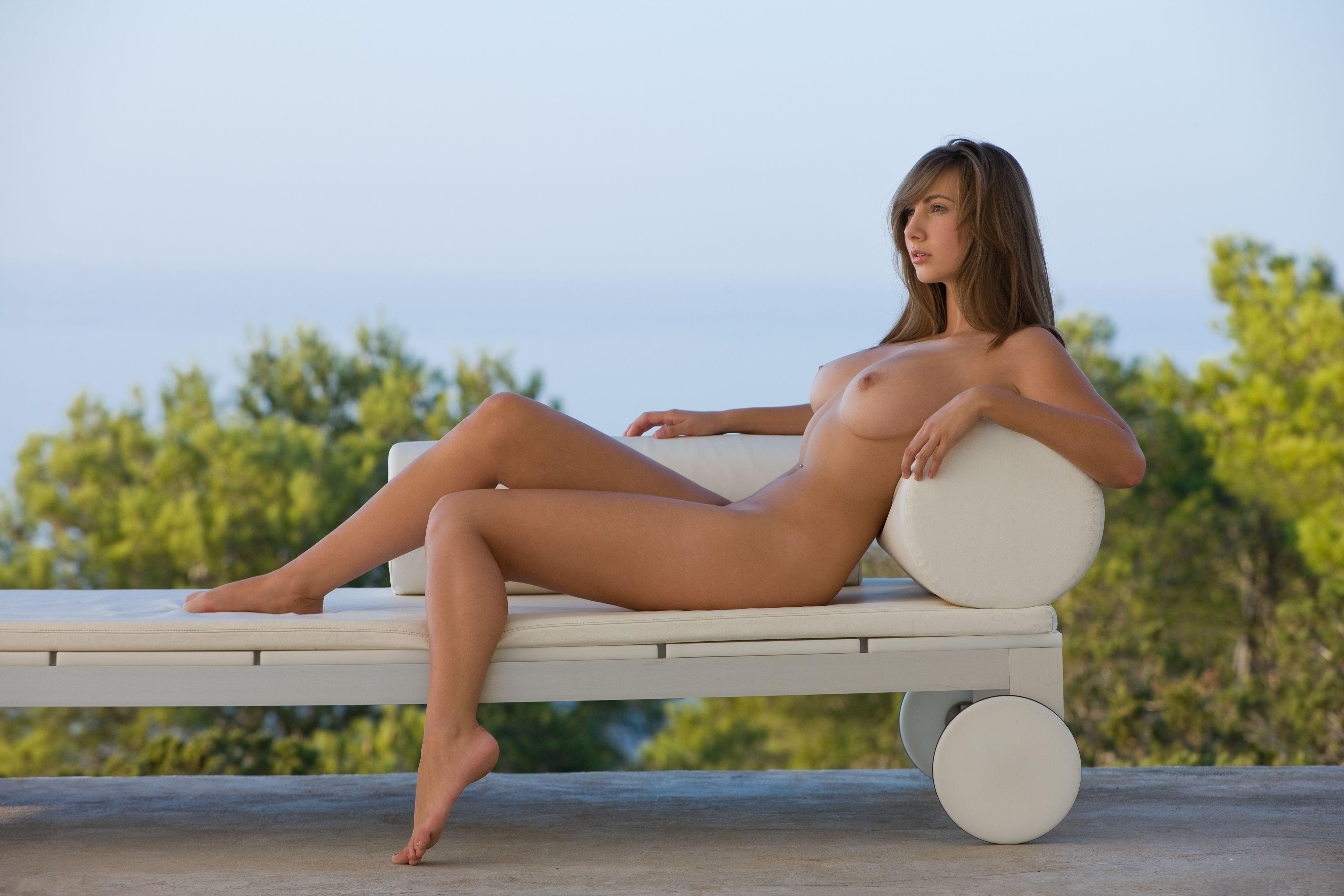 Alana De La Garza Nude, Topless Pictures, Playboy Photos, Sex Scene Uncensored