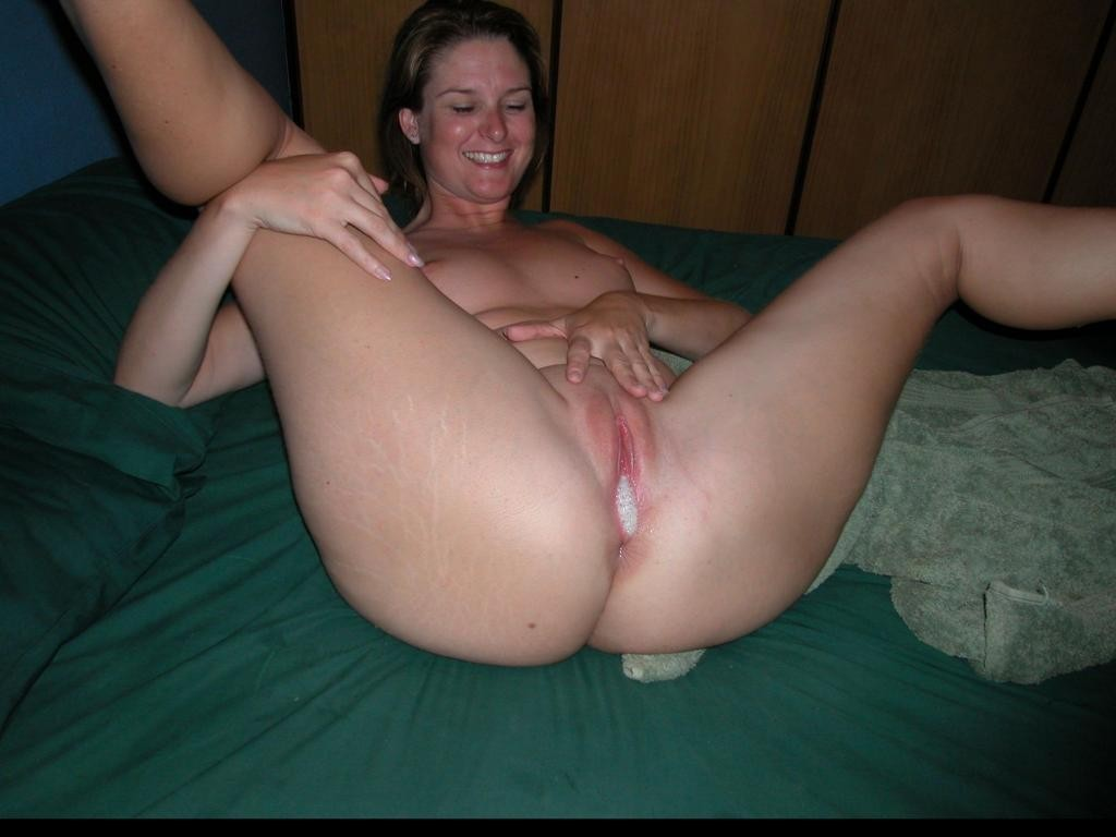 My wife gets pussy fingered
