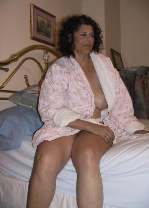 Люси распахнула халат и пососала у мужа