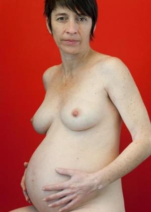 Зрелая женщина беременна и волосата