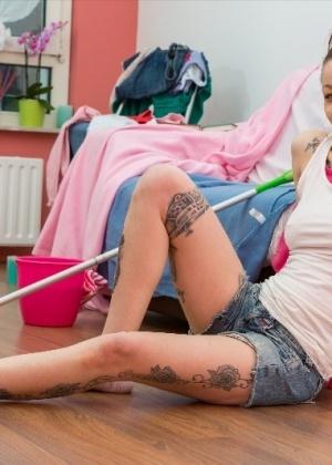 Татуированная и пирсингованная Донна