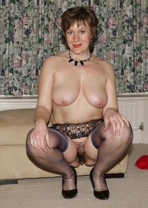 Сьюзи позирует голой