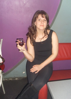 Сексуальная русская женщина позирует голой