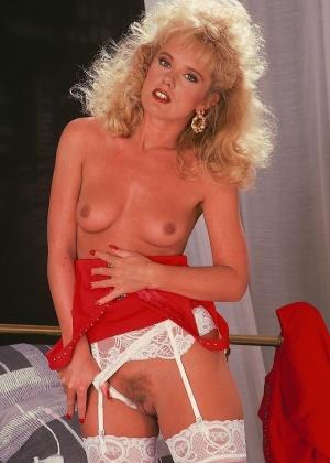 Зрелая блондинка Луиза с красивой жопой