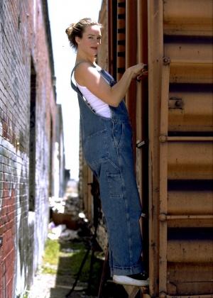 Алиса сняла джинсы