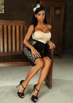 Красивая Кайра Блек