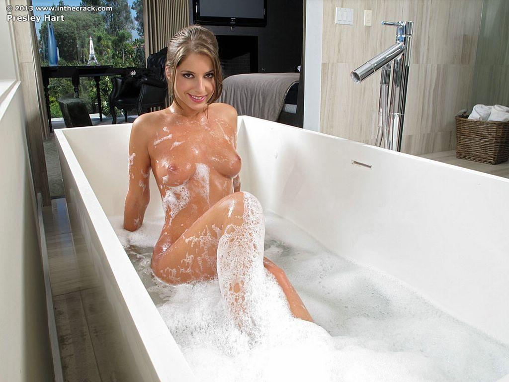 Presley Hart - В ванной - Галерея № 3364507