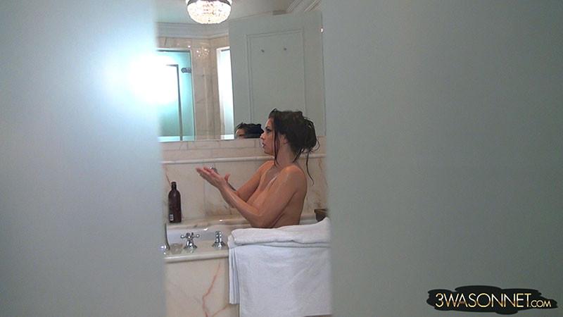 Подглядываем за Ewa Sonnet в ванной