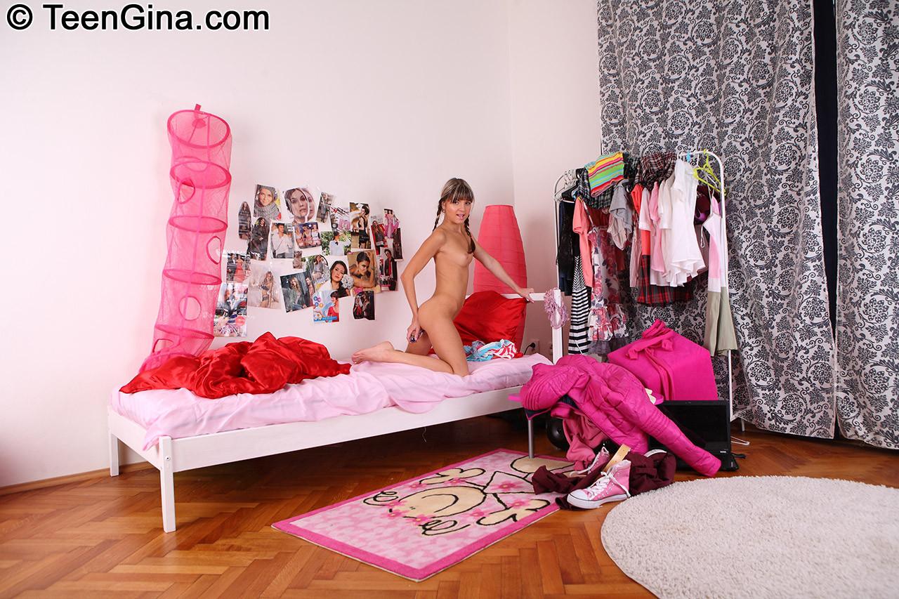 Gina Gerson - В спальне - Галерея № 3411427
