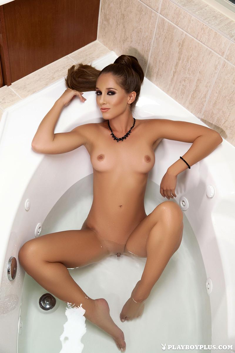 Melissa Lori - В ванной - Галерея № 3525472