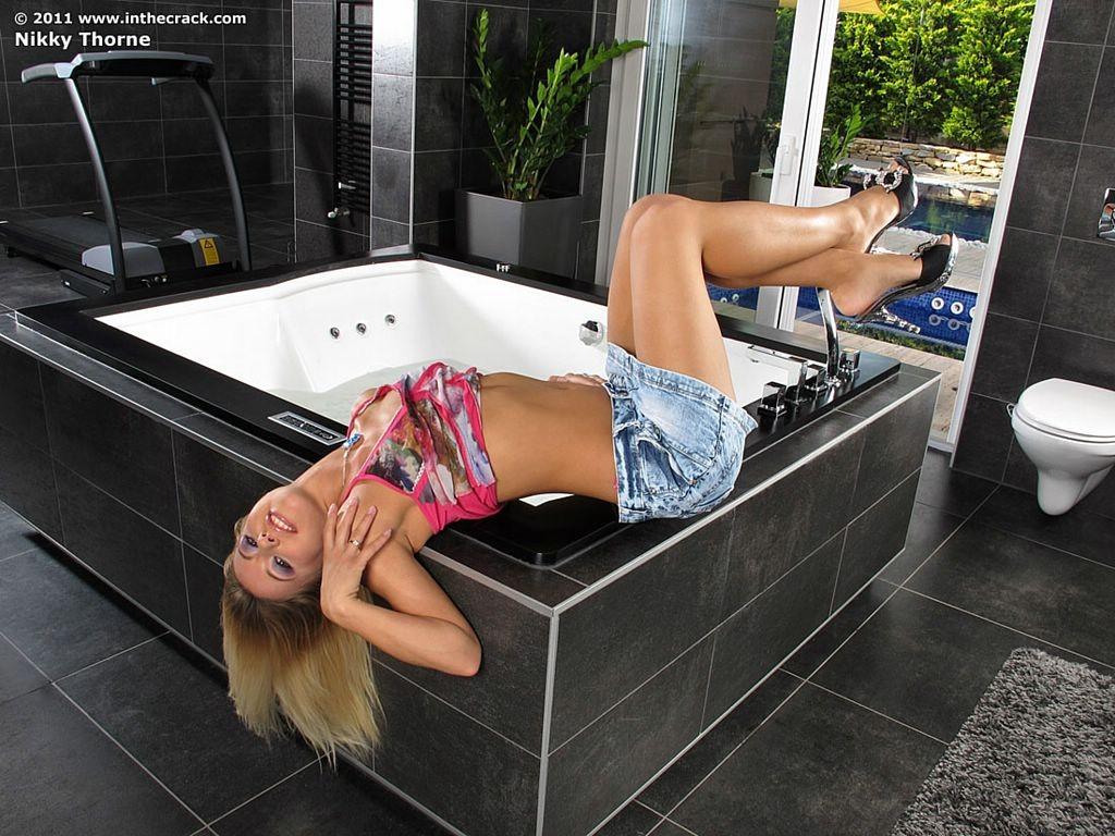 Nikky Thorne - В ванной - Галерея № 3173077
