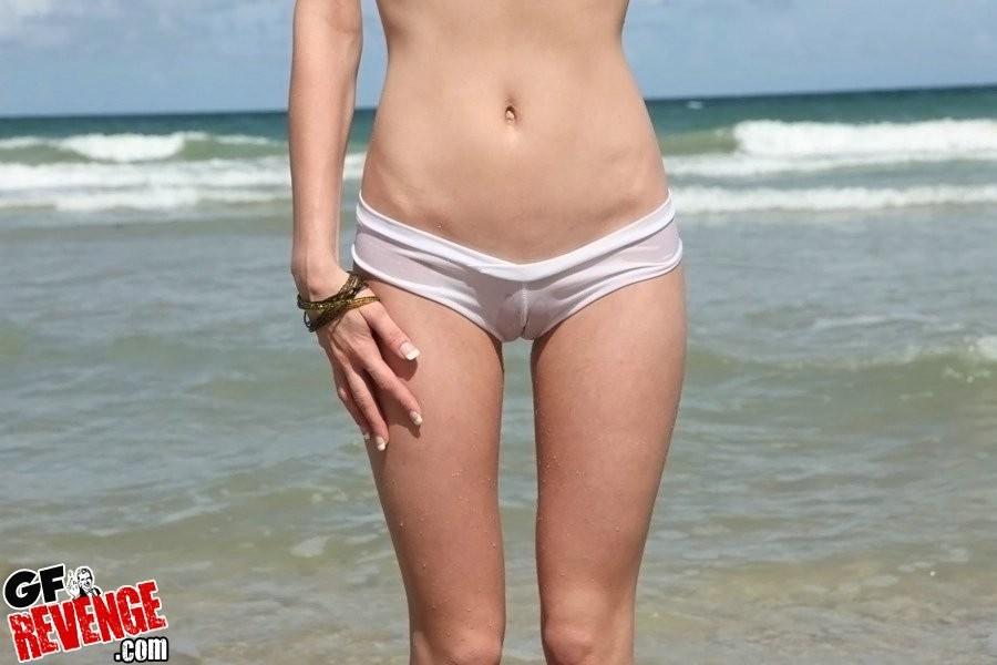 На пляже - Галерея № 3389910