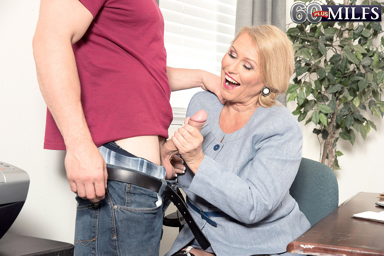 I Love To Fuck My Pussy With Different Big Objects