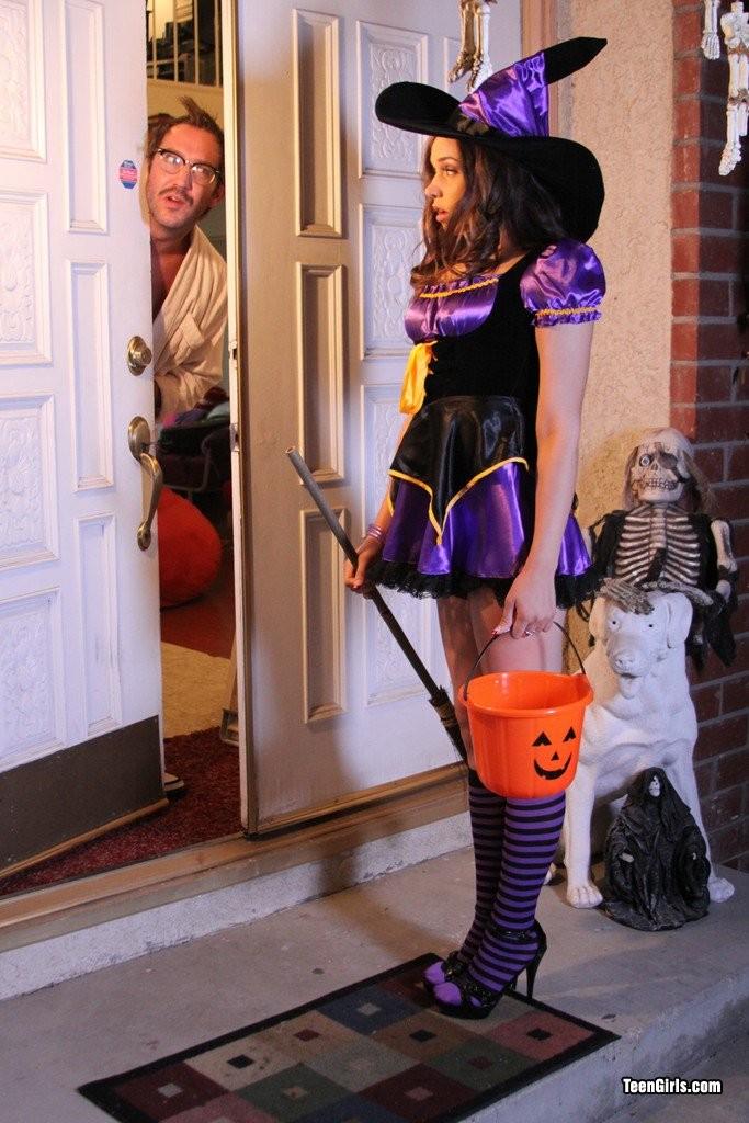 Tiffany Star шпилится на хэллоуин
