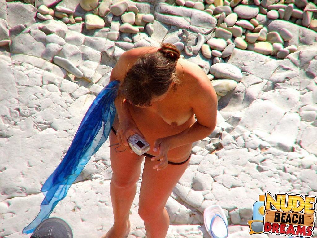 Реальные сискьи женщин на пляже