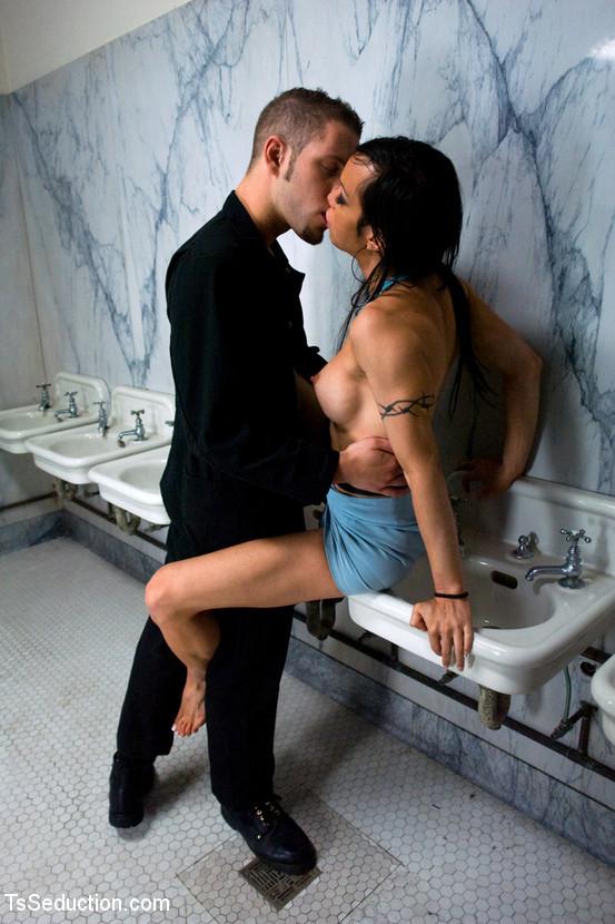 La Cherry Spice, Wolf Hudson - В ванной - Галерея № 3402813