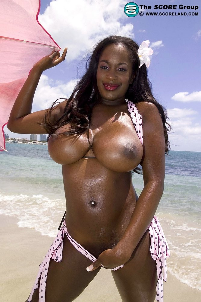 Nikki Jaye, Nikki Jackson - На пляже - Галерея № 3518496