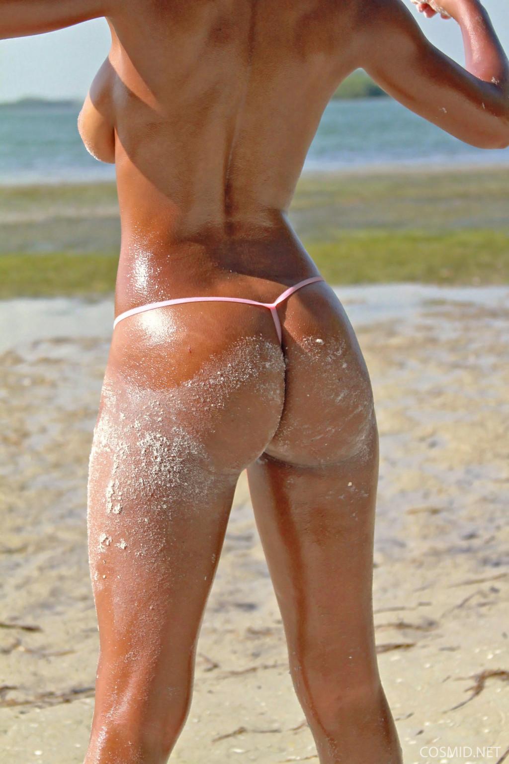 Негритянка Tierra Watson топлесс на пляже