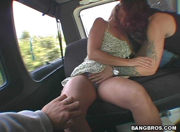 Отжарил милфу блондинку в автобусе за лаве