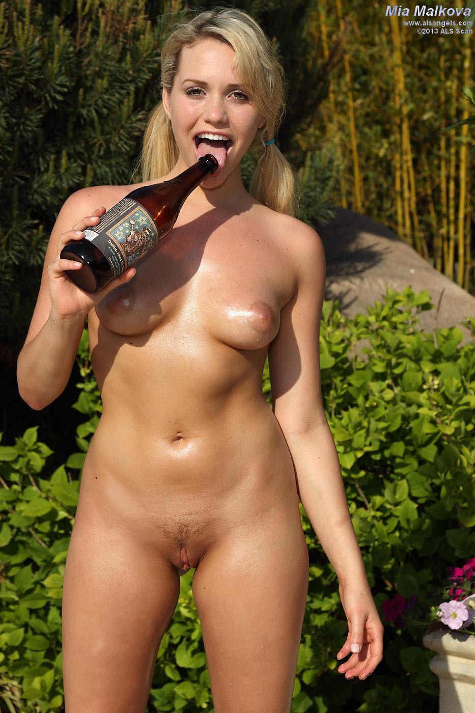 Mia Malkova - Бутылки - Галерея № 3350747