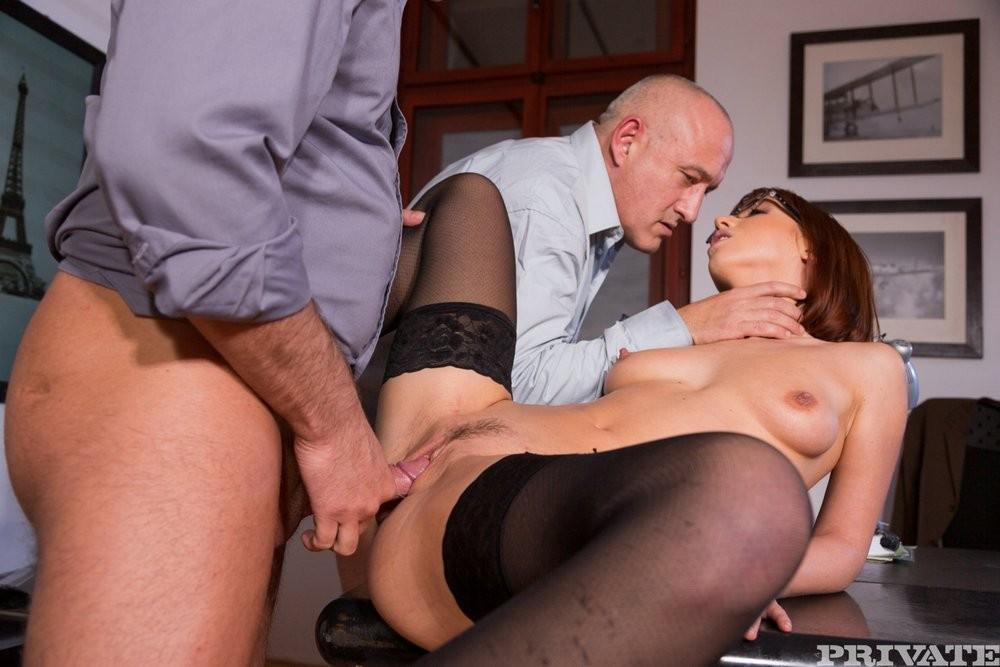 Tina Hot дает боссу и его заму