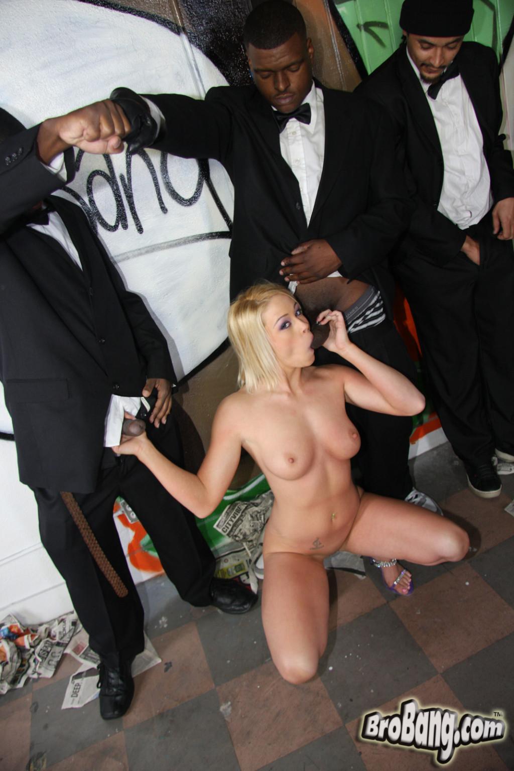 Brittany Angel - Буккаке - Галерея № 2677770