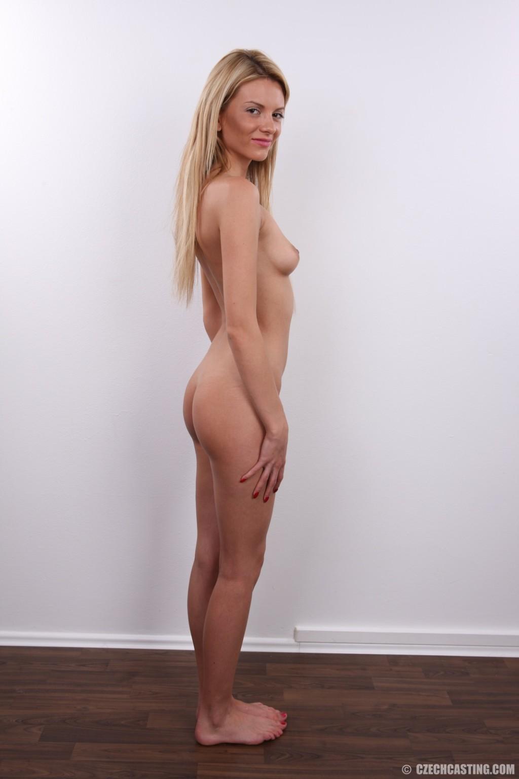 Кастинг худенькой милой блондинки