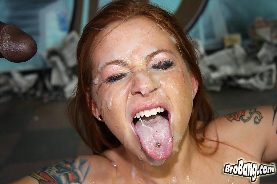 Толпа негров вафлит и спускает сперму на лицо Scarlett Pain