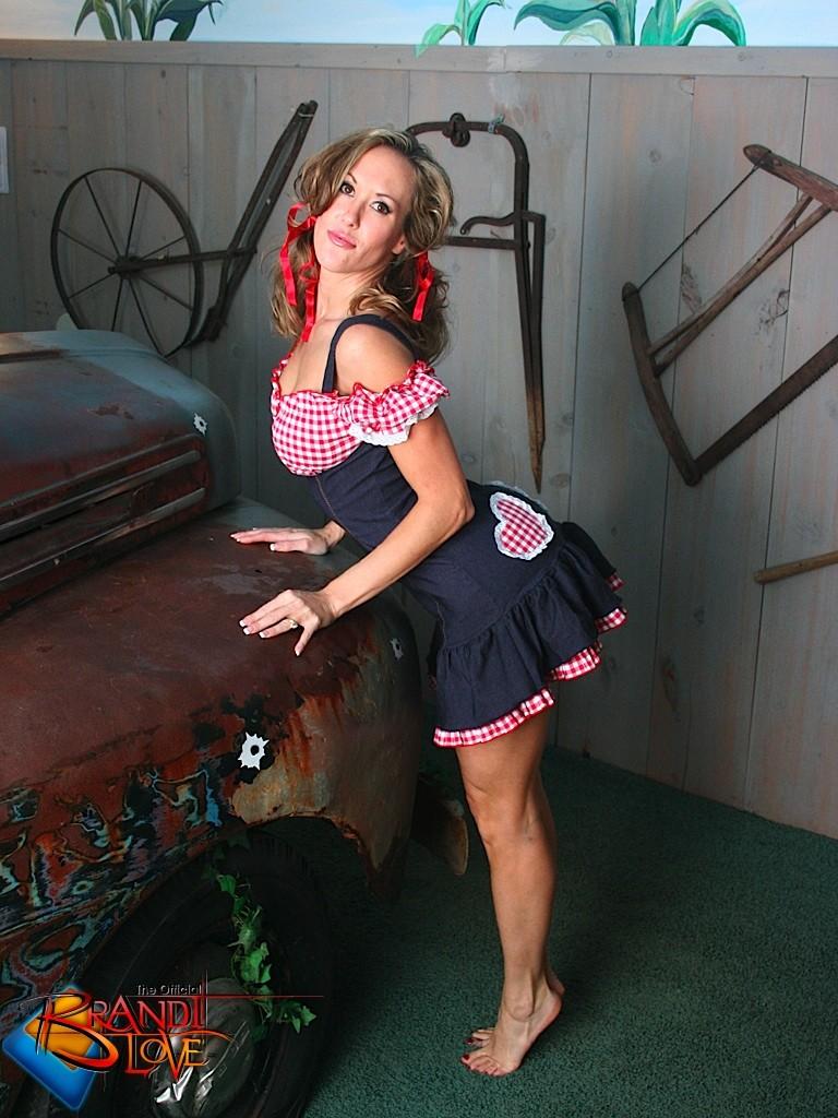 Brandi Love - В машине - Галерея № 3501600