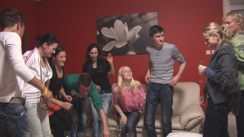 Молодежная групповуха на празднике
