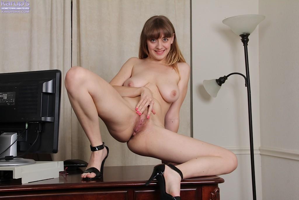 Emily Johnson - Крупным планом - Галерея № 3485341