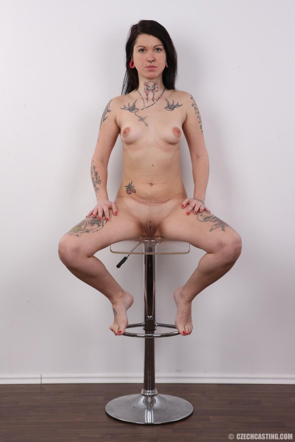 Татуированная чешская блядь разделась на кастинге