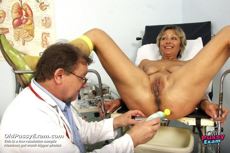 уверят, фото у врача гинеколога на приеме при осмотре всунул руку в пизду данном сайте