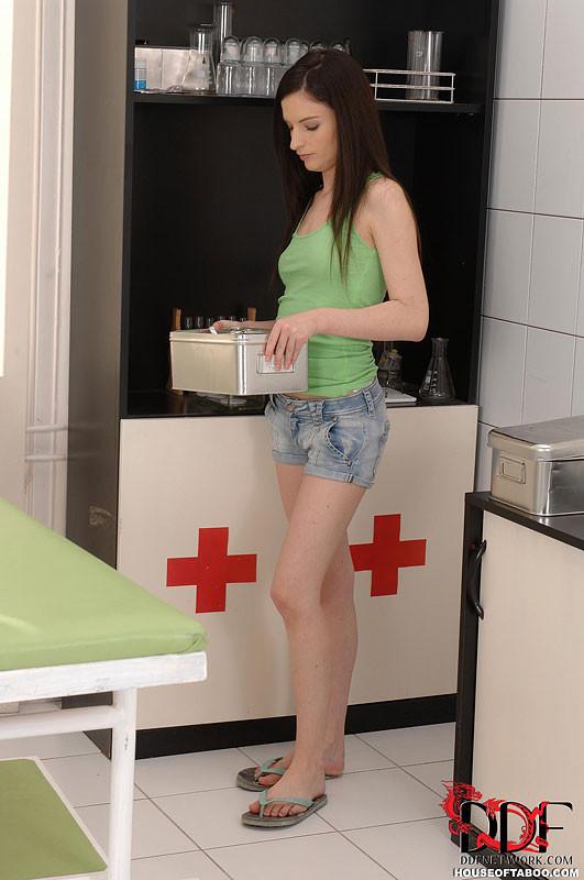 Ann Marie La Sante - У врача - Галерея № 3260105