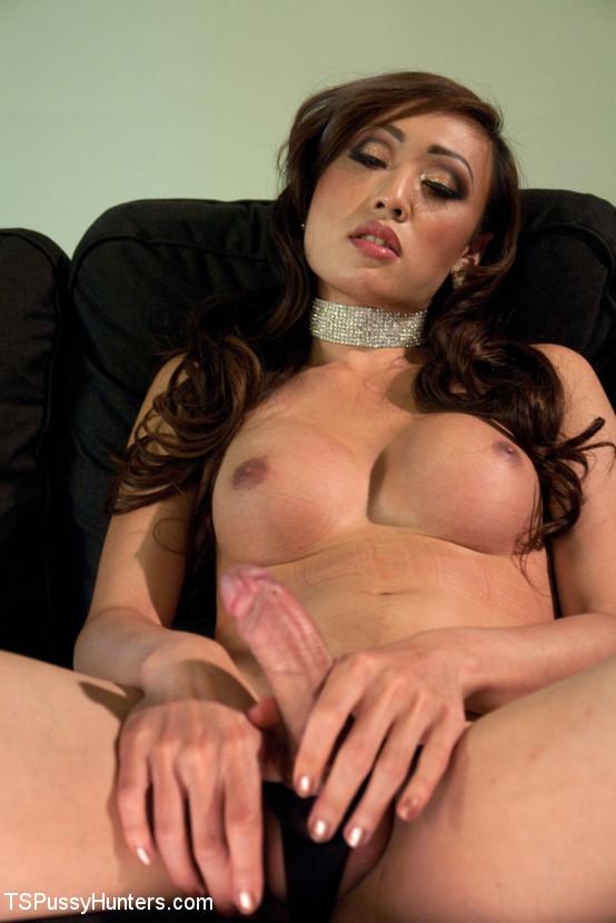 Азиатский транс ебет зрелую женщину